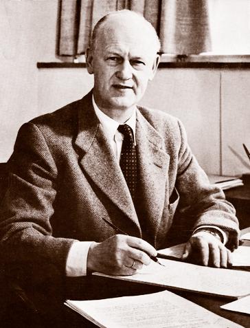 Kaaare Rodahl at his desk